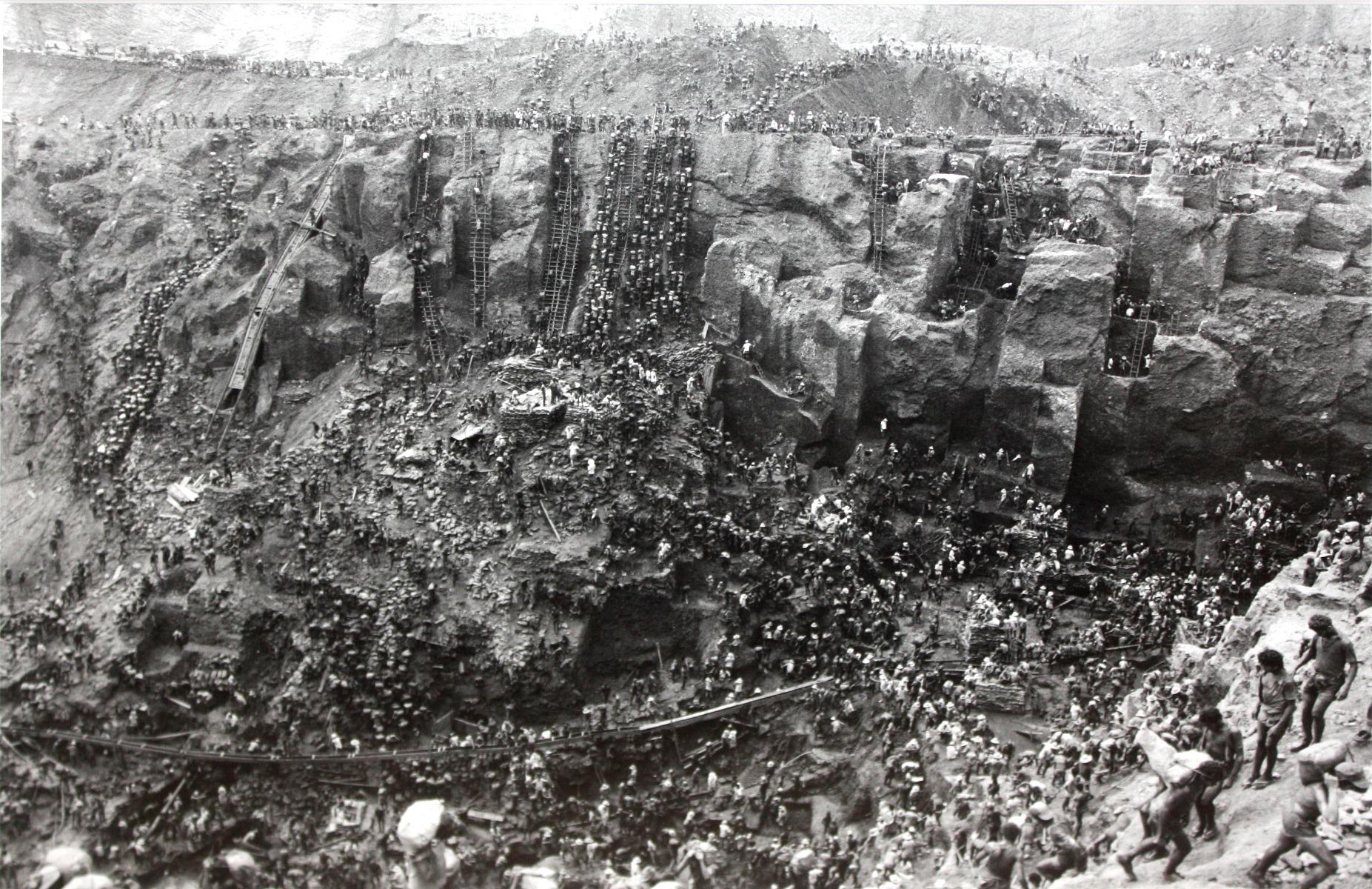 Where-is-gold-found-image-from-1986_Sebastiao_Salgado_Photograph_Serra_Pelada_Gold_Mine_Brazil_Gold_Mining_Brasil-SD-Bullion-SDBullion.com